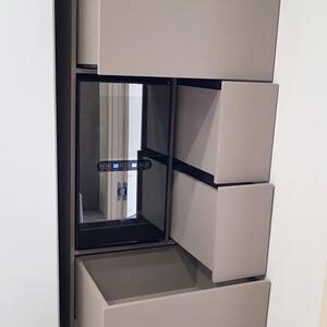 Шкаф с винным холодильником и выдвижными ящиками