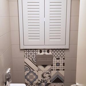 Встроенный распашной шкаф в нишу санузла