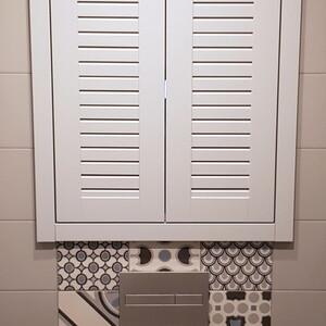Белый шкаф с шаттерсами