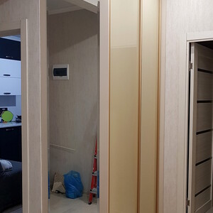 Шкаф-купе с зеркалом на боковой стенке