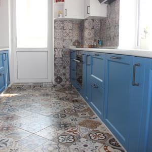 Синяя кухня матовая из крашеного МДФ