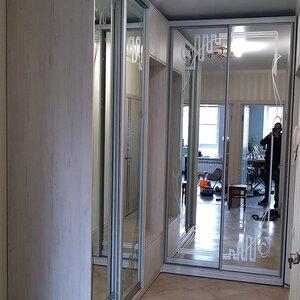 Угловой шкаф-купе, пескоструйный рисунок на зеркале