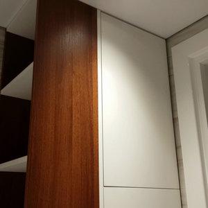 """Встроенная мебель """"под потолок"""" в ванной комнате"""