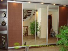 Зеркальный шкаф с ротангом