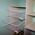 Встроенный шкаф купе с выдвижными корзинами [4]