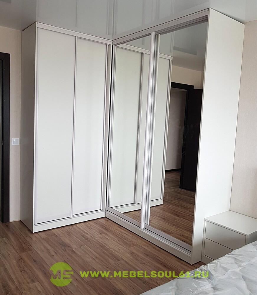 белый угловой шкаф купе в спальню мебель на заказ в ростове на