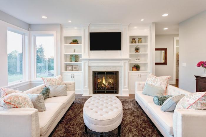 Современный белый интерьер в классическом стиле