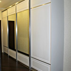 Белый шкаф с фрезировкой, длинный и шикарный