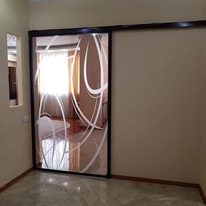 Дверь-купе из прозрачного стекла