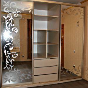 Зеркальный шкаф-купе с пескоструйным рисунком 3