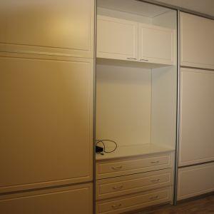Шкаф-купе с комодом и TV