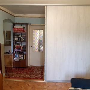 Раздвижная дверь в комнату