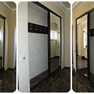 Зеркальный встроенный шкаф
