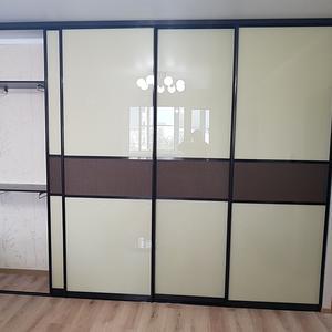 Встроенный шкаф в зале